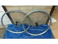 Pair mavic D521 mountain bike wheels