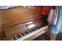 Piano little and sons. Upright