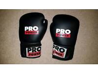 Pro Power blk/white boxing gloves. Only used twice, great condition.