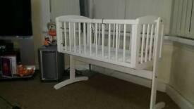 Baby swinging crib unisex