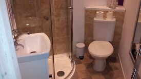 Single room to rent-private en-suite-shared house-inc broadband/TV. Wakefield centre, near station