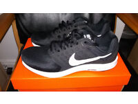 Mens Black Nike Trainers ( Size 7 )