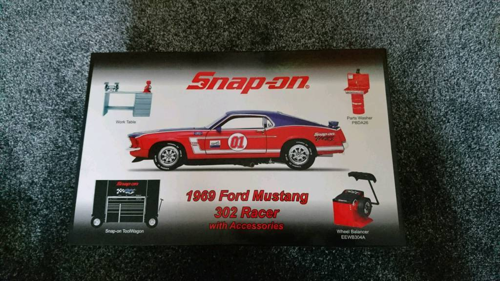 Collectable Snap-On 1969 Ford Mustang 302 Racer with Accessories