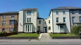 1 bed flat,self cont,£695p.c.m. bills paid, WIFFI,secure car park,near city centre,quiet living