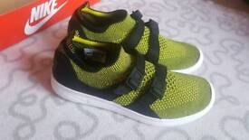 Girls Air Shockracer Flyknit Trainers