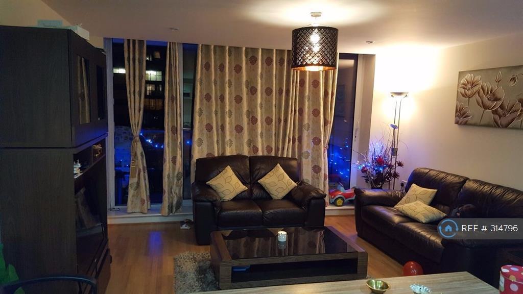 2 bedroom flat in Basin Approach, London, E16