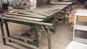Table 4 pieds de large X 12 pieds de long Consiste a 3 sections de 4 pieds  a $150.00