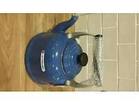 Le crueset traditional stove top kettle