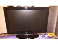 "SAMSUNG 22""FLAT SCREEN TV/DVD COMBI WITH REMOTE CONTROL"