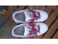 white trainers reebok size 6