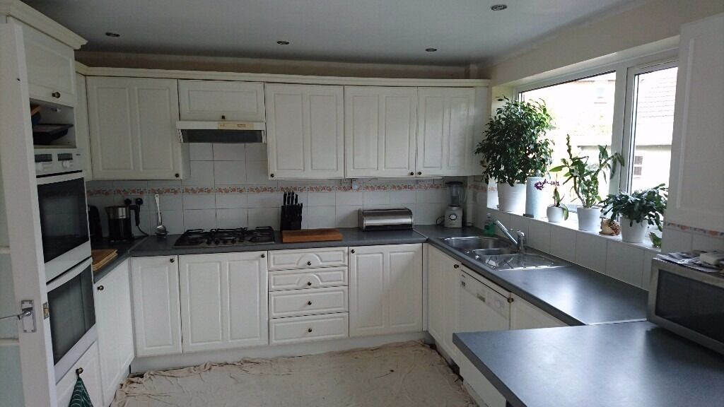 Kitchen for sale white gloss units pale blue grey for Grey kitchen units sale