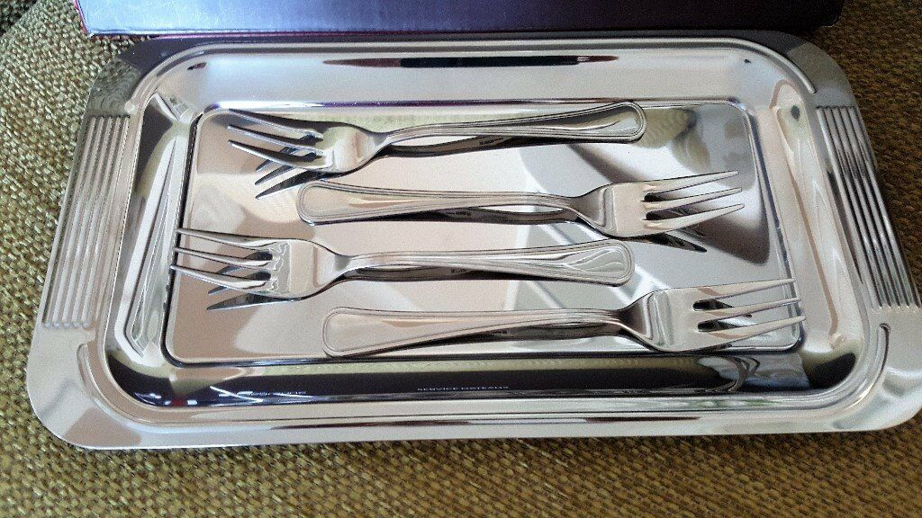 """GUY DEGRENNE SERVICE GATEAUX TRAY AND FOUR FORKS BOXED NEWin Sunderland, Tyne and WearGumtree - GUY DEGRENNE SERVICE GATEAUX TRAY AND FOUR FORKS USE FOR CAKE CHEESE FRUIT ETC CONDITION NEW BOXED ( CORNERS OF BOX ALITTLE WORN MEASUREMENTS APPROX TRAY 11"""" X 6"""" THANKS FOR LOOKING"""