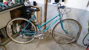 Vélo vintage sears bleu 10 vitesses roues 27po cadre 20po