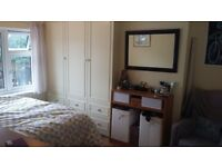 Short-term let in a spacious, double room, in lovely house in Cowley