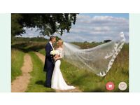 I am selling a gorgeous 2 tier, church length veil with a lace horse shoe design.