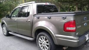 2007 Ford Explorer Sport Trac V8 Truck with 4x4 & Leather