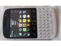 Blackberry 9720 - White - (Unlocked) Smartphone Mobile Phone