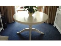 Extending Dinning table white. Seats 4 extended seats 6