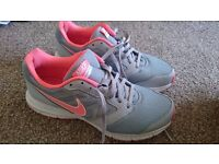 Nike running trainer shoes size 7