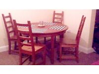 Dining table in round shape with 4 chairs in very good condition,
