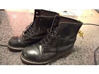 DR MARTENS IN AMAZING CONDITIONS ONLY 29£!!!!!! SIZE 39