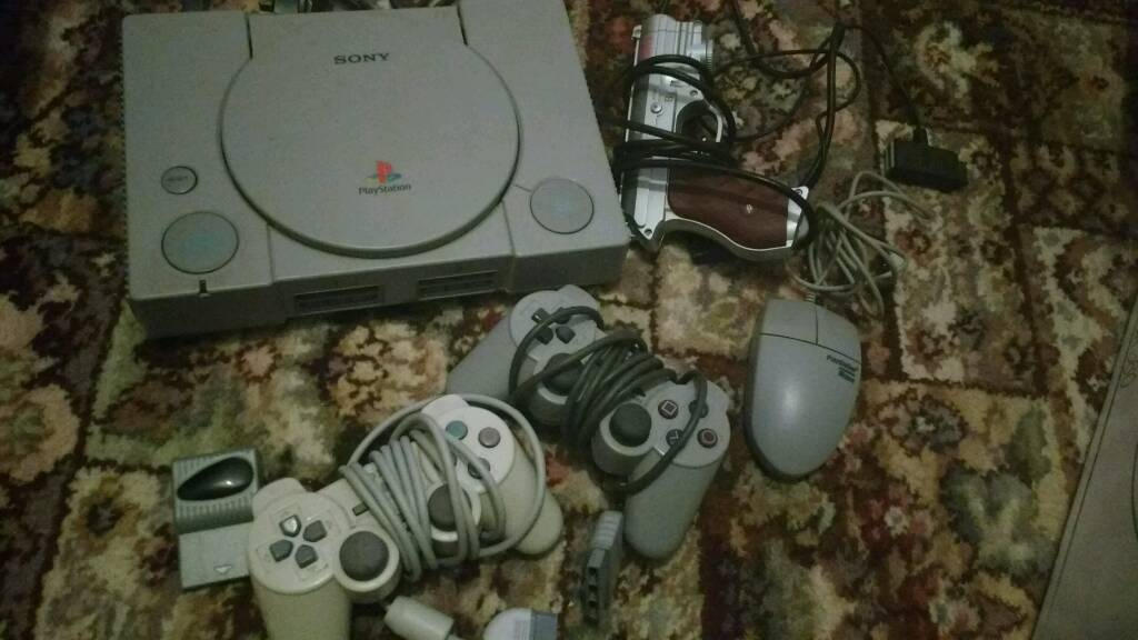 Playstation 1 bundle with games, original mouse