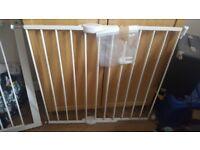 Lindam safety gate.... read description