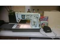 Sewing machine, singer.
