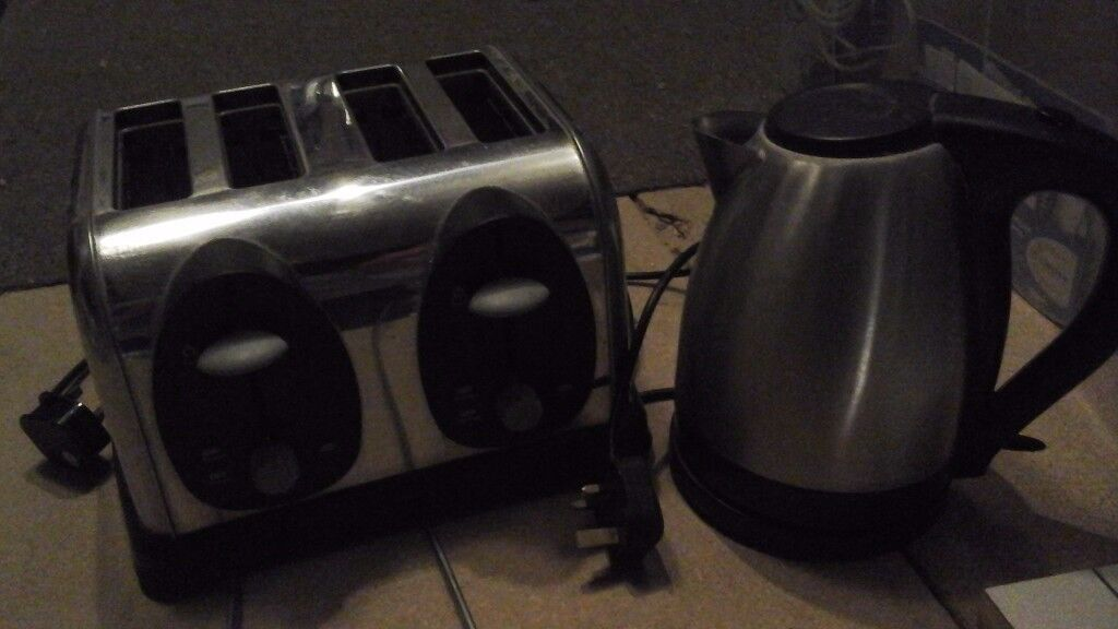 Toaster and kettle stainless steel