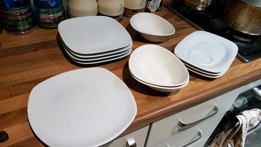 Beautiful White High Quality Designer Plates And Bowls Rrp 10 A Piece