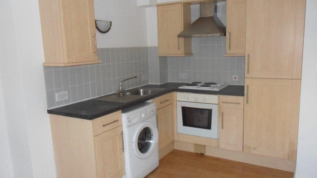 Spacious one bedroom flat, great location, newly decorated, secure entry system