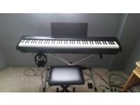 Roland FP30 Digital piano + stand - like new with original package