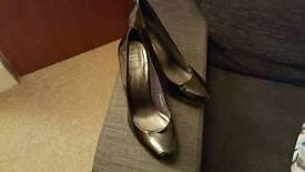 Heels size 4