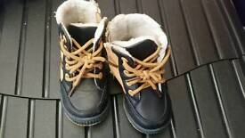 Baby winter boots size 4