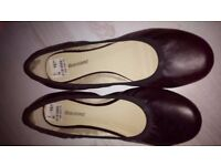 Ladies Black pumps, Size 5 (new with tags)