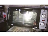 Mini oven, black, 4 different settings, neat for a worktop.