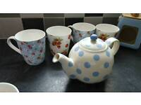 Shabby Chic Mug and teapot set. Reduced