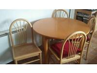Extendable solid table with 4 chairs