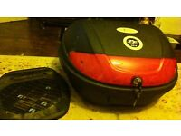 Univeral, lockable motorcycle top box, with key. Contains everything needed to fit it