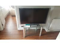 """Sony 40"""" KDL-W40A12U LCD TV - HDTV-Ready - with glass stand in excellent condition - Freeview HD"""