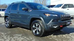 2016 Jeep Cherokee TRAILHAWK - EVERY OPTION!!!!! 7,800 KMS!!!