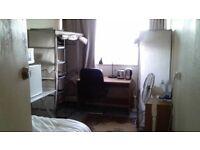 Room too rent close too kew bridge railway station all bills included