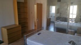 Large Double Ensuite Room, Friendly House, Surrey Quays