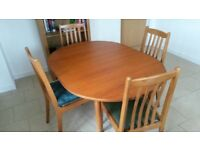 Extending oval dining room table and 4 chairs