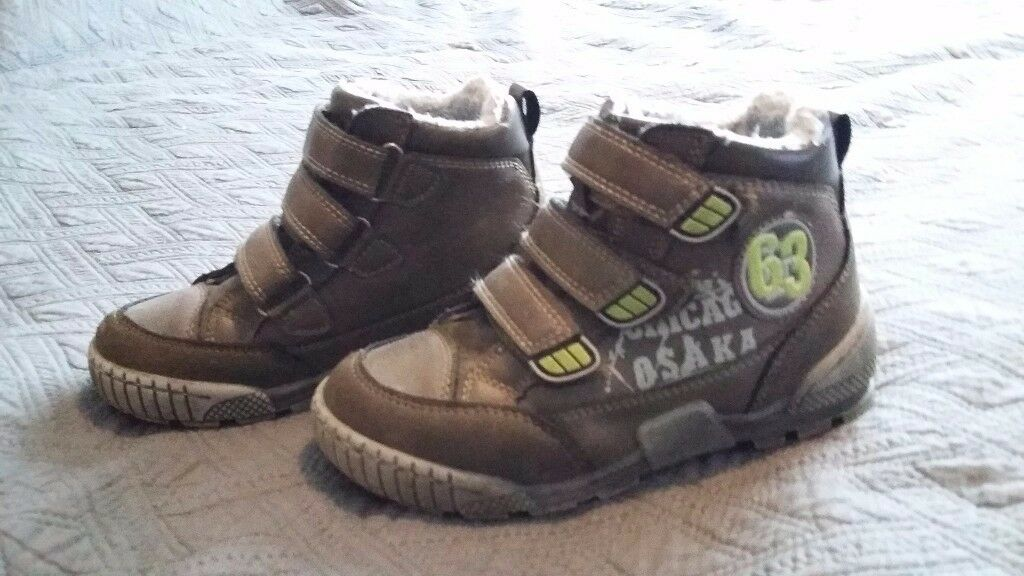 Boys winter boots size 11, winter shoes