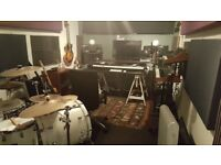 MUSIC MIXING RECORDING PRODUCING SOUNDPROOFED ROOM STUDIO