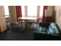 large bright dbl room to let in city centre location