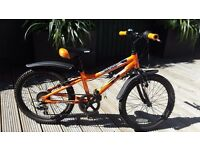 "CUDA 20"" MAYHEM BOYS Mountain Bike Black and Orange"