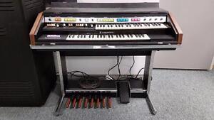 Vintage Hammond B200 Organ and Leslie Speaker