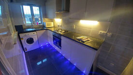 2 AMAZING DOUBLE ROOM IN A BEAUTIFUL HOUSE WITH PRIVATE PARKING, 20min to CENTRAL LONDON/ ALL INCLUD